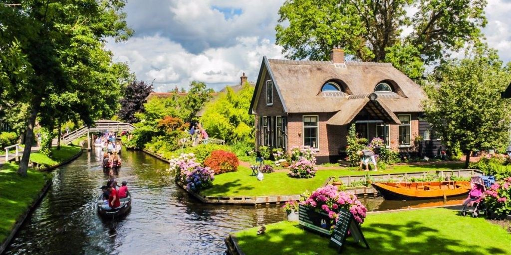 18-photos-that-show-why-you-should-visit-giethoorn-the-charming-dutch-village-with-no-cars