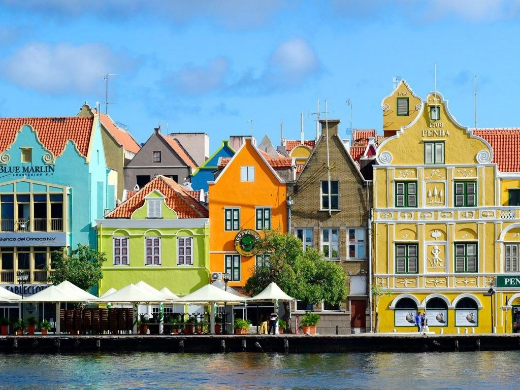 curacao-willemstad-architecture-GettyImages-470636739