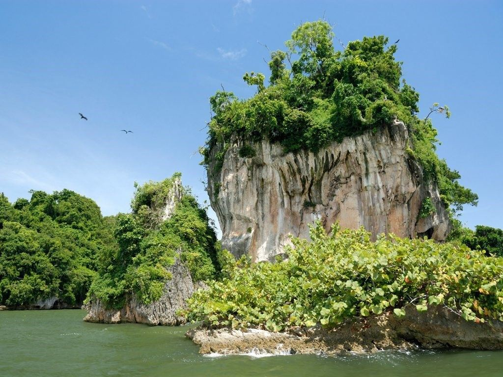 dominican-republic-Los-Haitises-National-Park-GettyImages-157400638