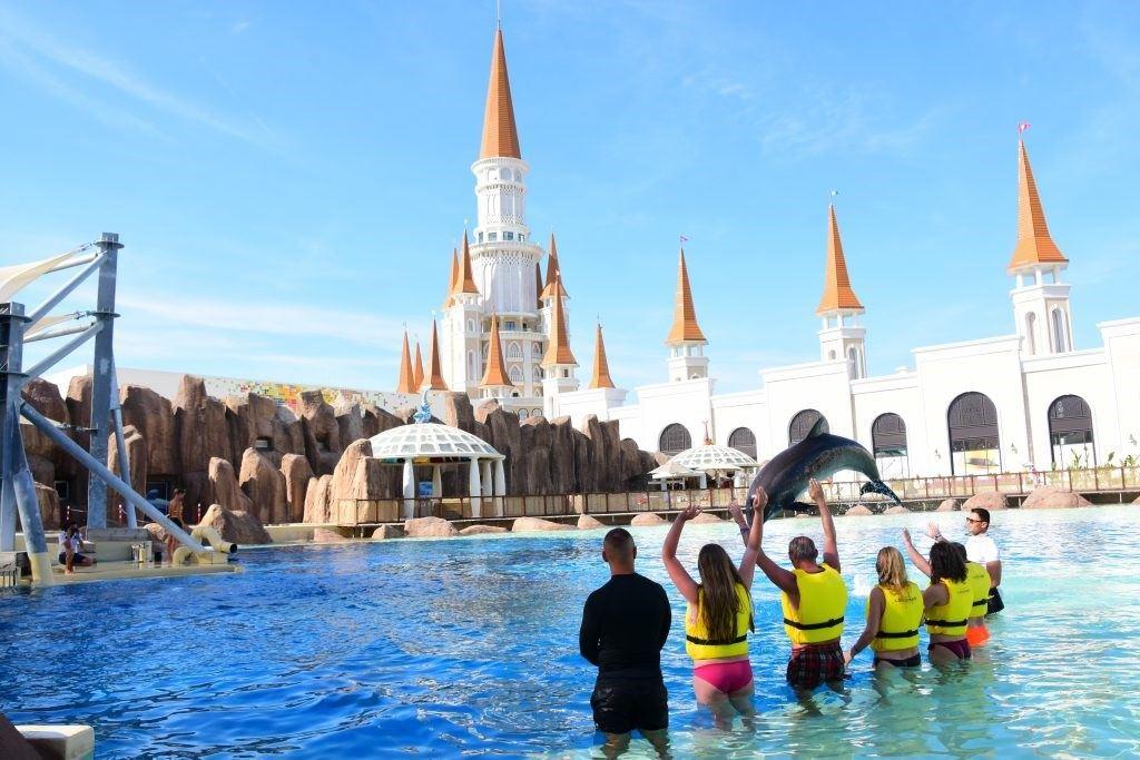 înotul cu delfinii în Aquapark-ul Land of Legends din Antalya4