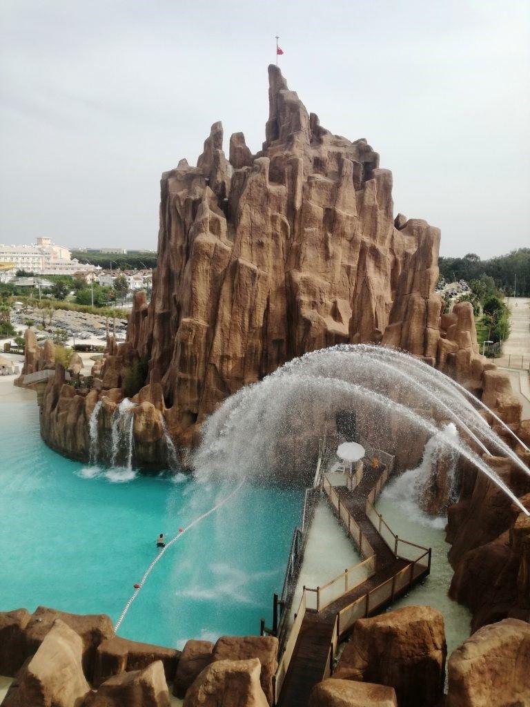 înotul cu delfinii în Aquapark-ul Land of Legends din Antalya8