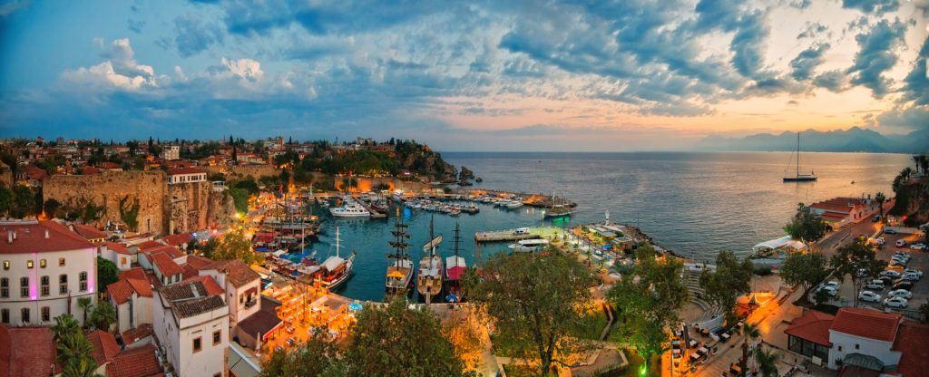 Rezerv sejur All Inclusive la unul dintre hotelurile recomandate din Antalya, Turcia.