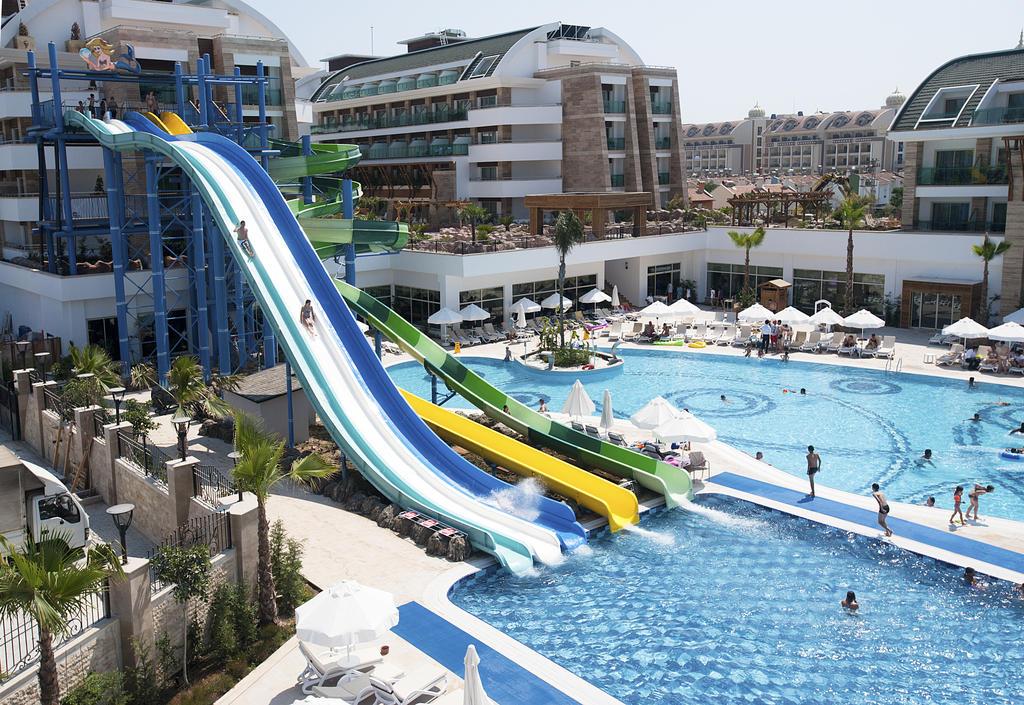 Crystal Waterworld Resort & Spa8