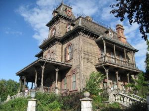 Casa Bântuită, Frontierland