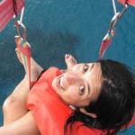4 aventuri într-una singură: parasailing, înotul cu rechinii, croazieră pe catamaran şi snorkeling