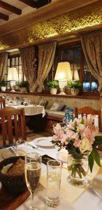 Restaurantul tradiţional polonez Stary Dom Varşovia - ANCAPAVEL.RO