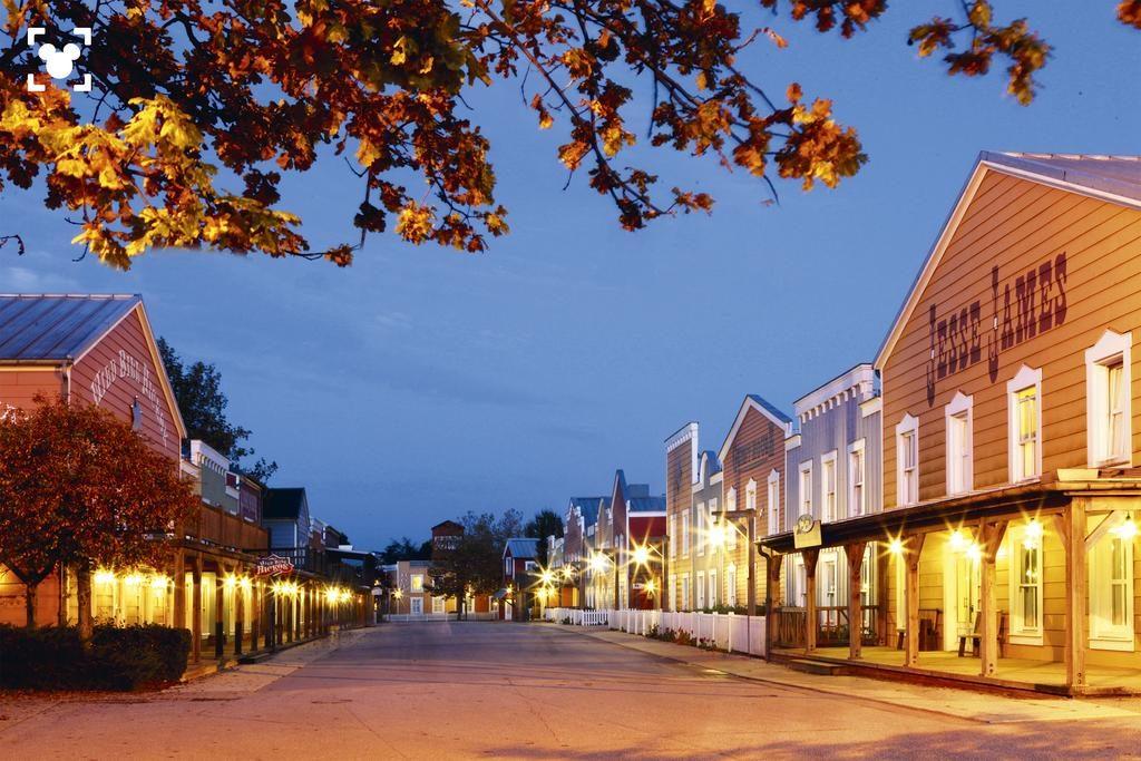 Vacanţă la Disneyland Paris, la Hotel Disney Cheyenne