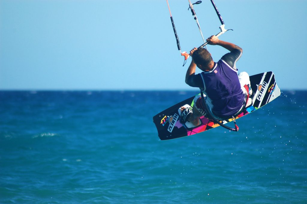 echipament kitesurfing