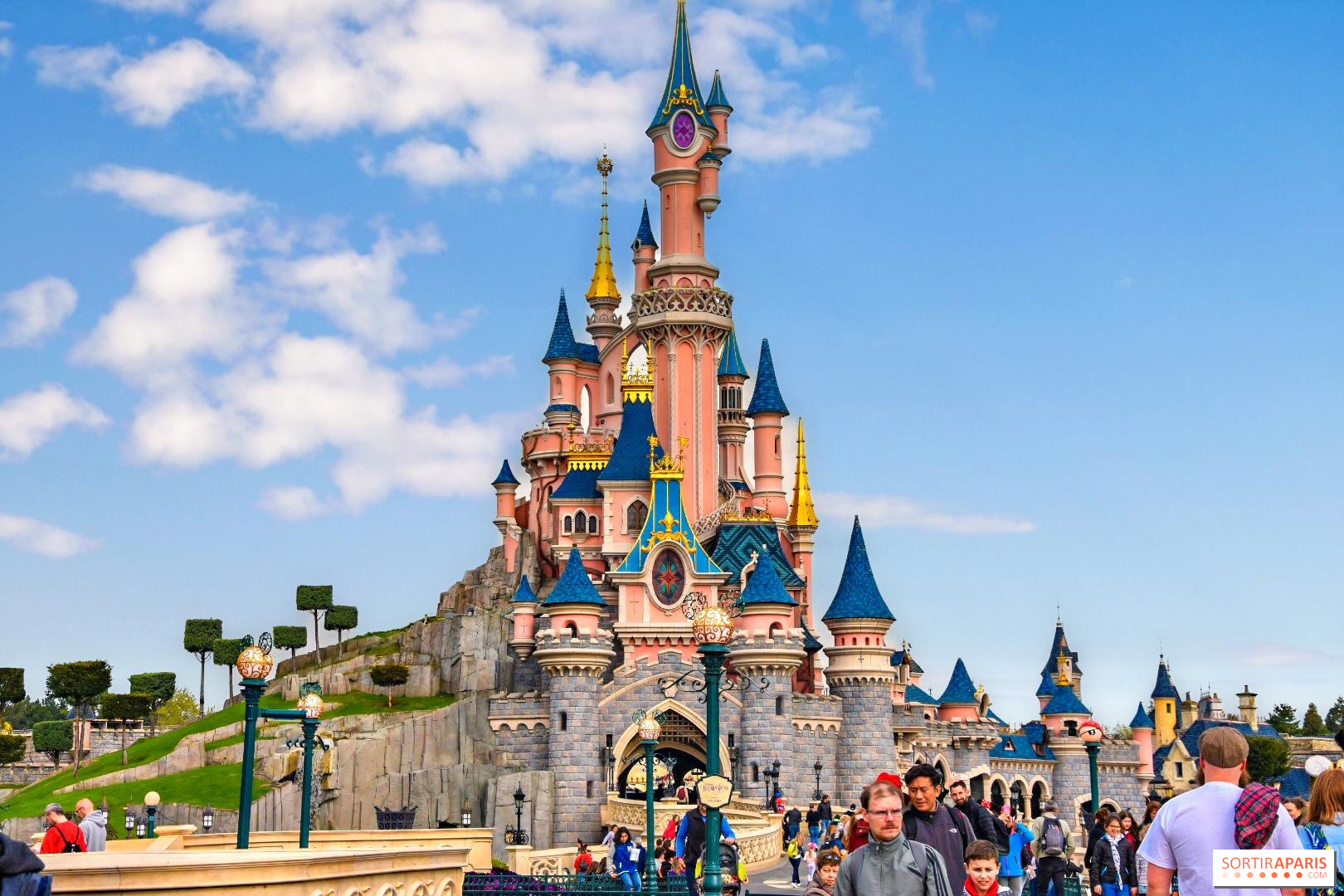 S-a redeschis Disneyland Paris!