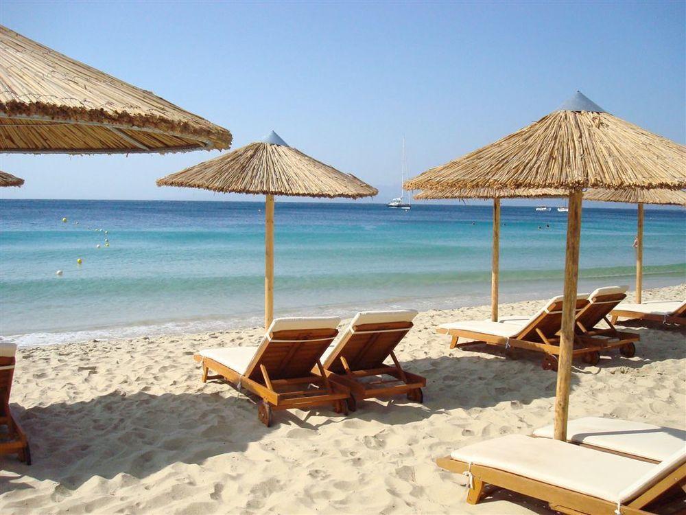 Plaja Koukounaries, insula Skiathos, Grecia, foto @pinterest.com