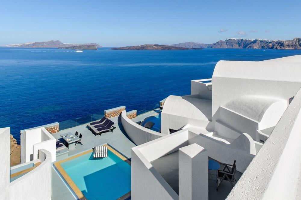 Vacanţe exclusiviste în Santorini, foto@https://www.ambassadorhotelsantorini.com/ambassador-photos/