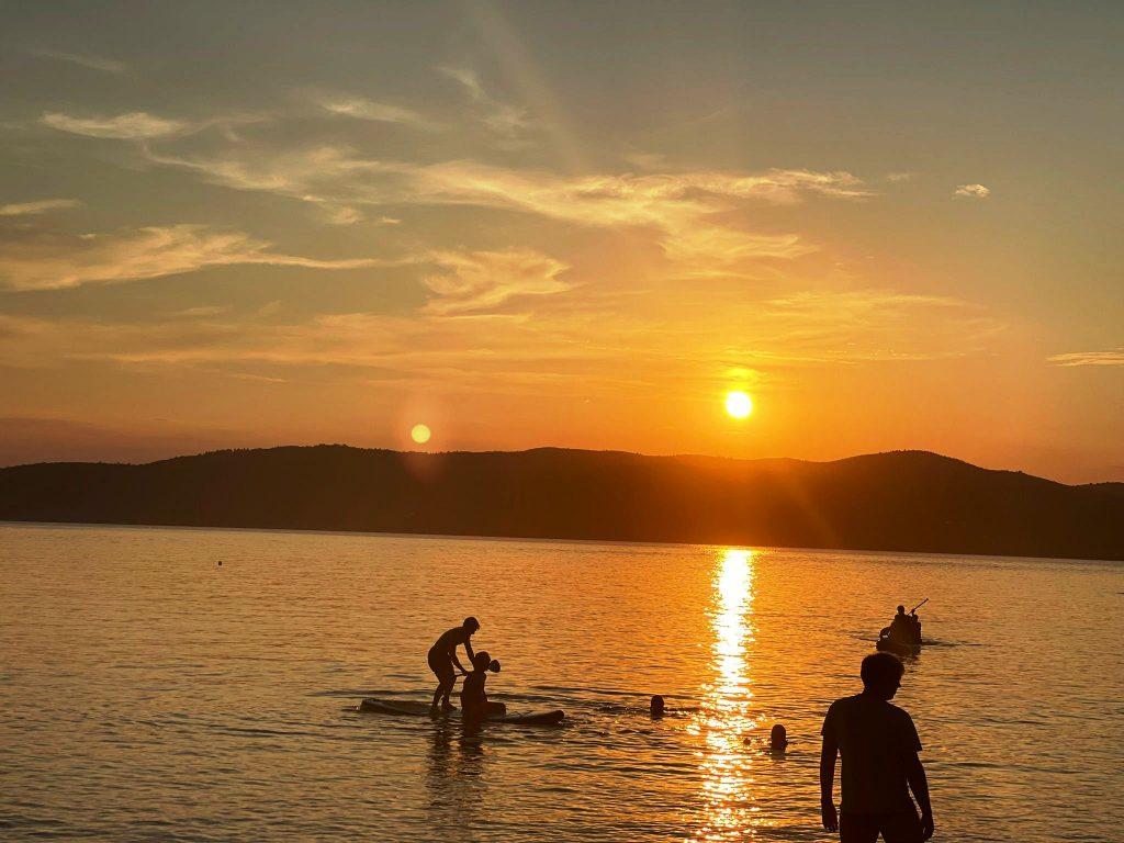 Apus de soare în Skiathos, Plaja Agia Eleni